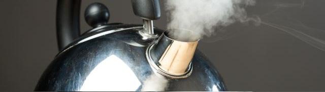 Чаще всего причиной ожога языка оказывается кипяток, масло, чай, кофе или просто горячая еда